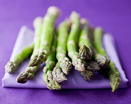 Asparagus salad with yogurt dressing
