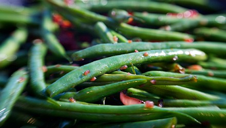 Tangy steamed green bean salad