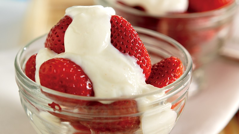 Strawberries with Honeyed Yogurt Sauce
