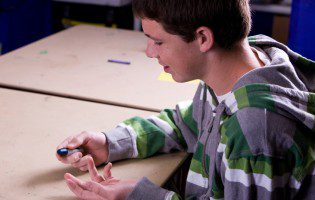 Small Monetary Rewards May Help Teens Control Type 1 Diabetes