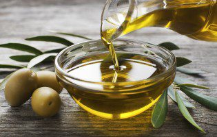 Extra Virgin Olive Oil Linked to Lower Cholesterol, Blood Sugar After Meals
