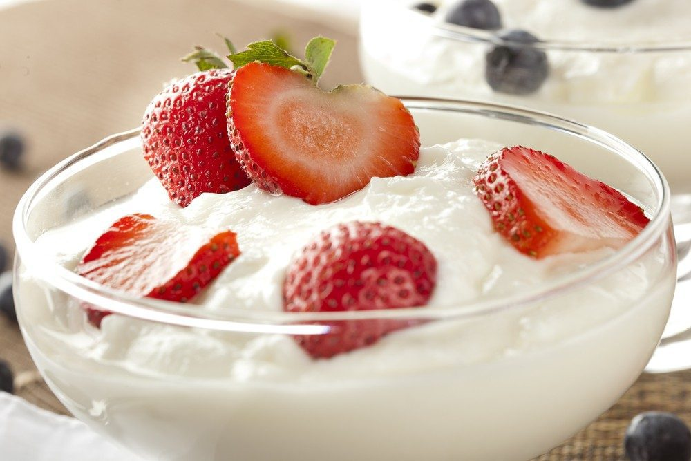 Yogurt and Strawberries for Diabetics -- Choosing the Best Yogurt for Diabetics