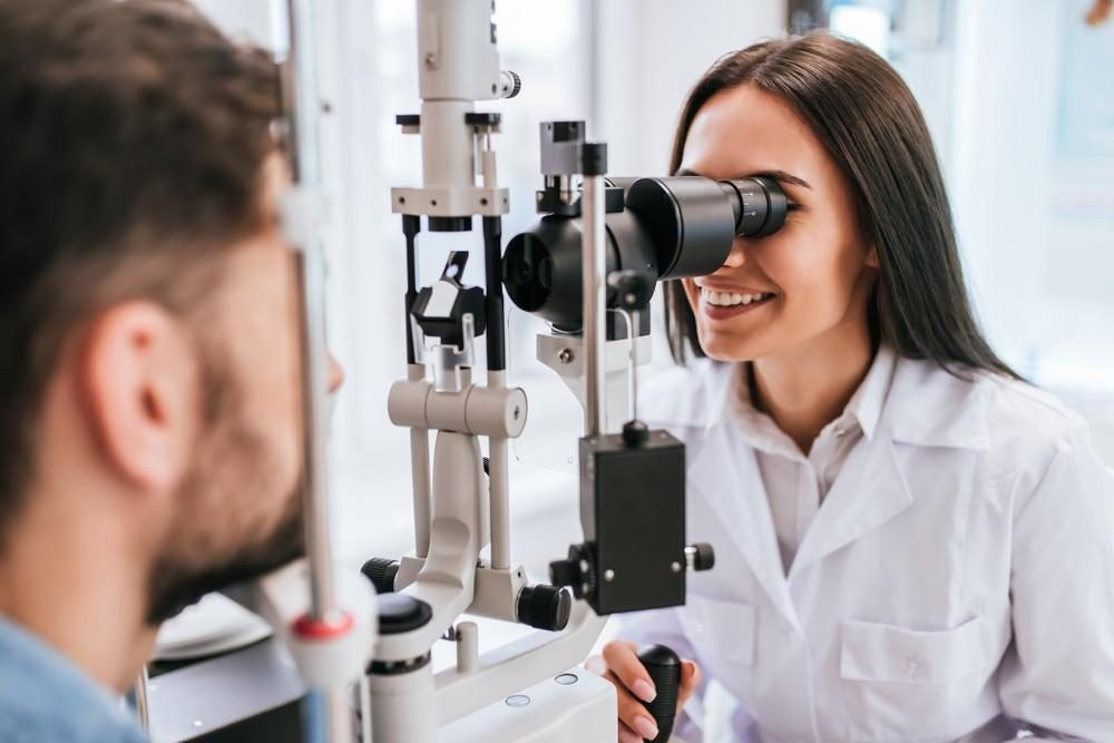 Watchful Waiting OK for Those With Diabetes Macular Edema, Good Vision: Study