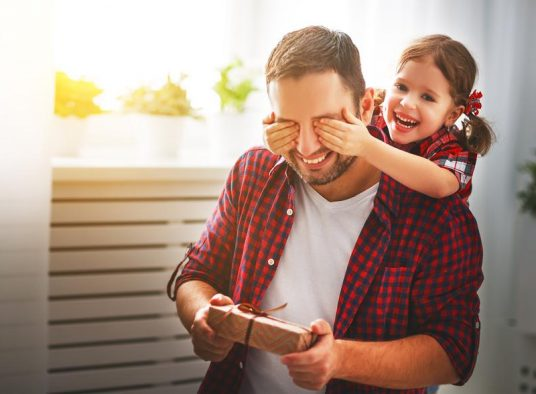 10 Handy and Healthful Father's Day Gifts for the Dad With Diabetes
