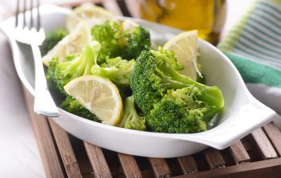 Lemony Steamed Broccoli