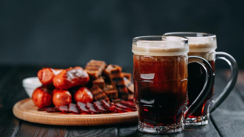 Alcohol and Red Meat Linked to Higher Colon Cancer Risk